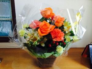 6月15日の2周年のお祝いで、求職者さんからいただいた花束です。ありがとうございます!
